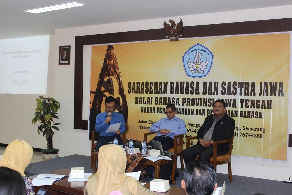 Narasumber dan moderator diskusi