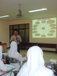Penyampaian materi oleh Edy Wuryanto, SKP., M.Kep.