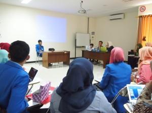 Presentasi proposal PKM oleh mahasiswa