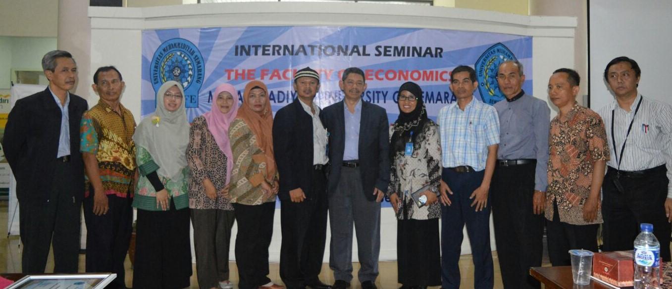Berfoto Bersama Narasumber Seminar Ekonomi Islam Unimnus 2015