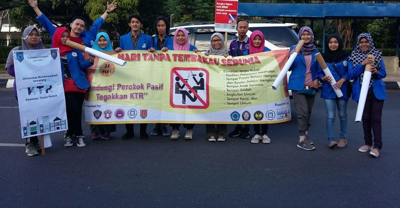 Partisipasi mahasiswa FKM dan KPKTR dalam CFD Simpanglima Semarang
