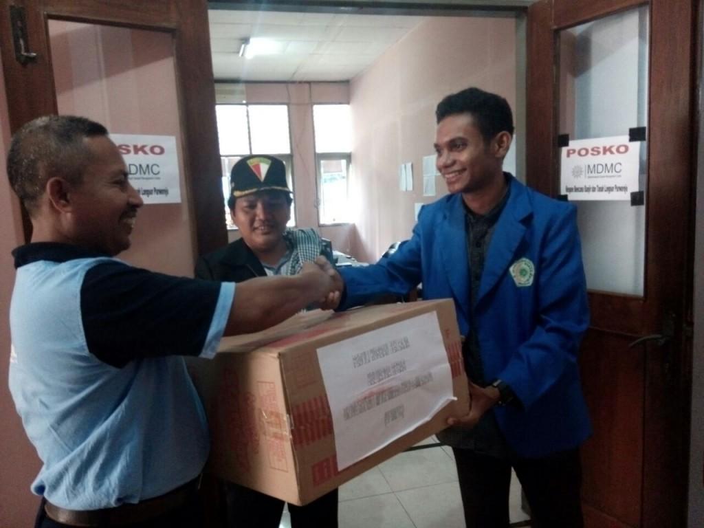 Penyerahan bantuan LPB Jawa Tengah di UM Purworejo