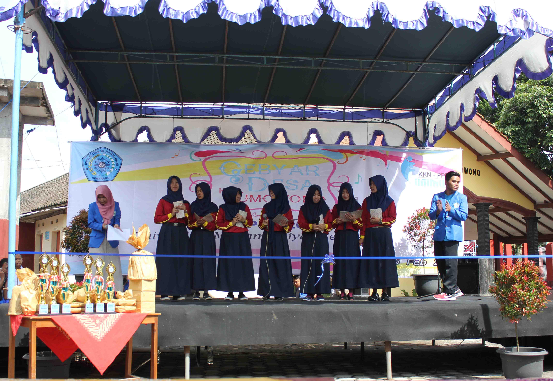 SMA Muhammadiyah Sumowono menampilkan Seni Puisi Musikal
