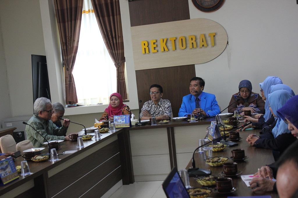 Penerimaan assesor oleh Rektor dan jajaran pimpinan Unimus