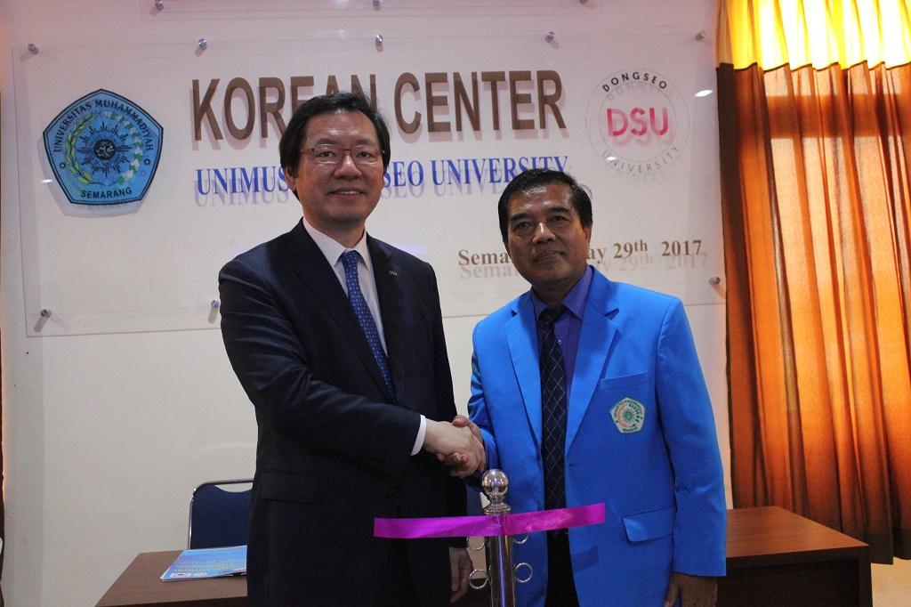 2.Rektor Unimus bersam Presiden Dongseo University, Korea usai peresmian Korean Center