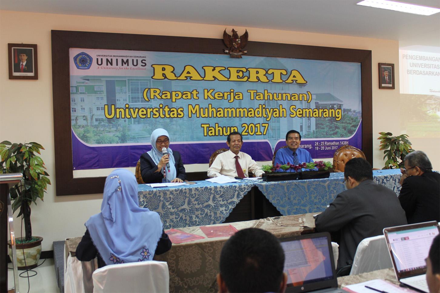 Dari Kiri: Wakil Rektor I Unimus dalam sesi diskusi tentang Pengembangan akademik menuju World Class University
