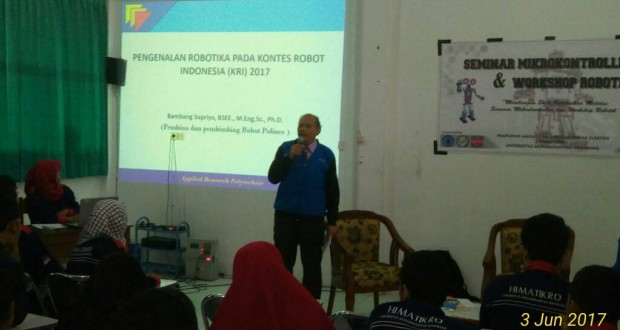 Penyampaian materi oleh pakar Robot Bambang Supriyo, Ph.D